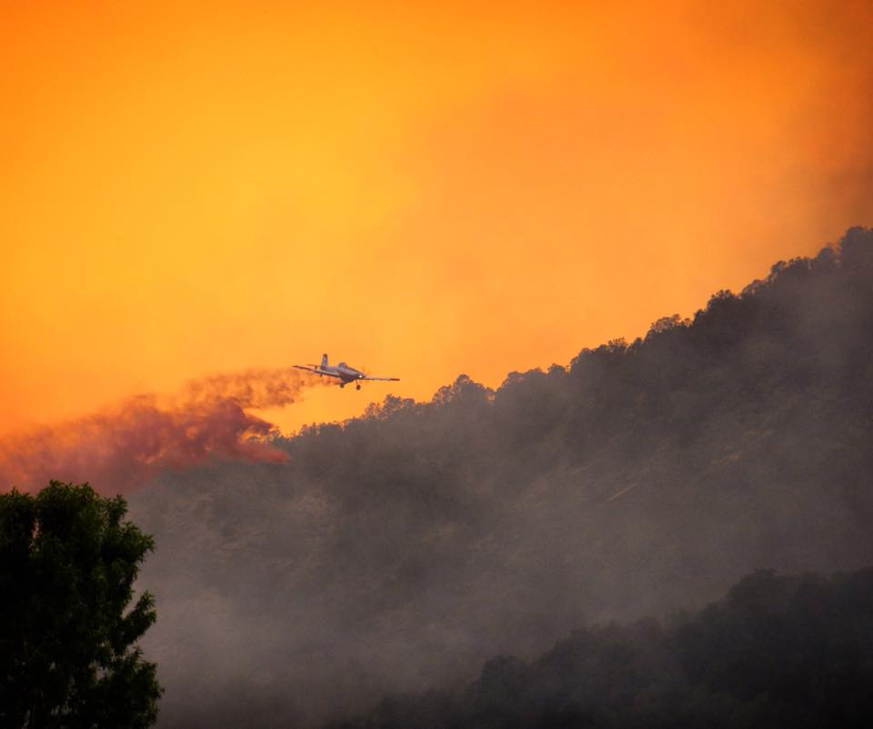 airplane-flying-over-Lake-Christine-Fire